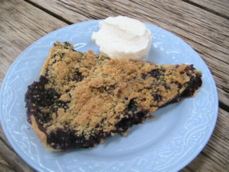 Blueberry Pie with Crumb Topping