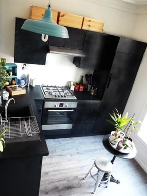 Transformer une cuisine en noir style industriel