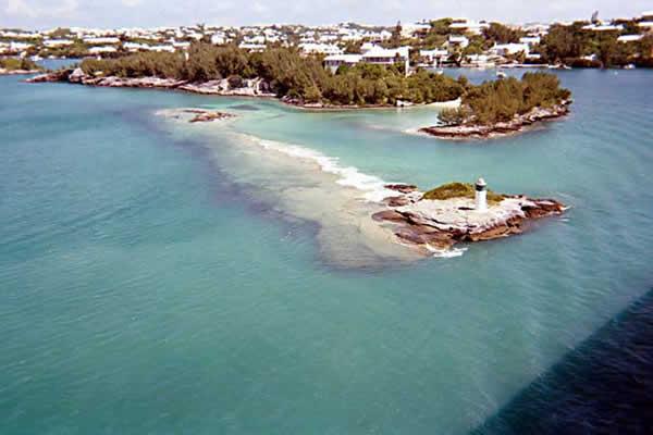 Phénomènes Inexpliqués:  Triangle des Bermudes....