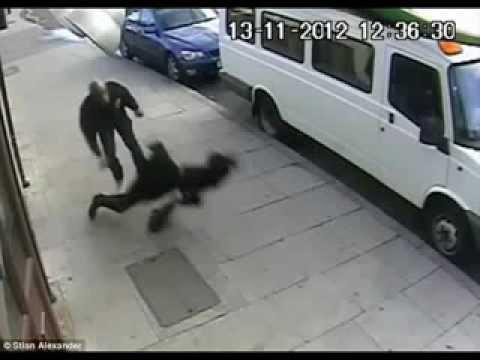 Vidéo : Une fille musulmane agressée par un africain à londre
