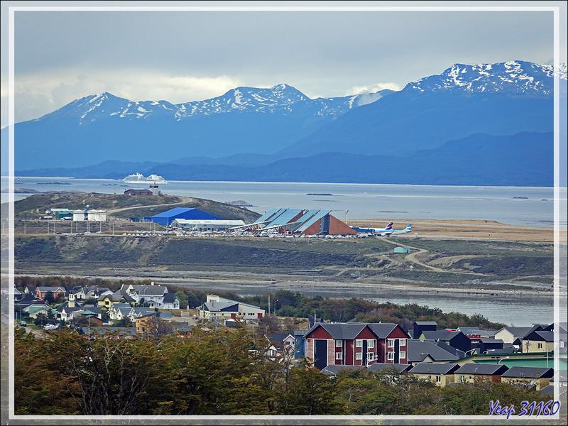 Pour notre départ des visites en Terre de Feu, la météo est très incertaine, mais un beau coin de ciel bleu nous donne espoir... - Ushuaïa - Argentine