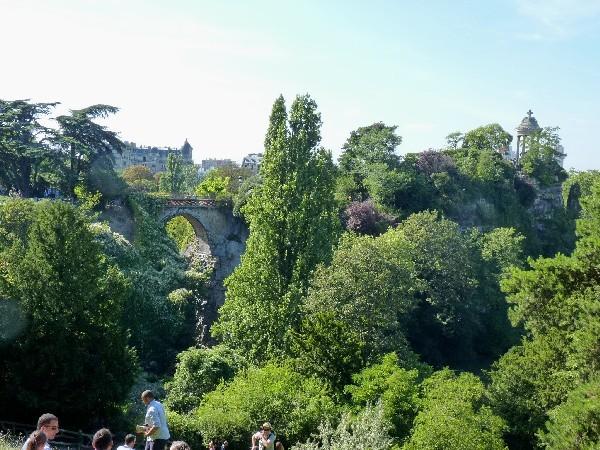 39 - Parc des Buttes-Chaumont (pont des Suicidés et temple