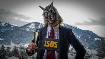 Manifestant anti-ISDS habillé en loups