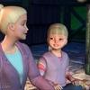 Barbie racontant à une petite fille l\'histoire de Lac des Cygnes