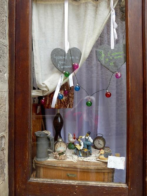 Blesle 1 vielles pierres,couleurs et boutiques.