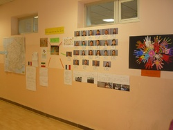 "Notre mur des correspondants/ Our ""penfriends wall"""