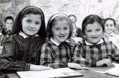 14 - Trois petites soeurs à l'école