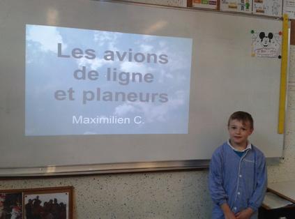 Maximilien présente les avions
