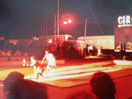 montage du cirque Jean Richard en palc ! le 18 aout 1979 ( archives Eric Langlois)