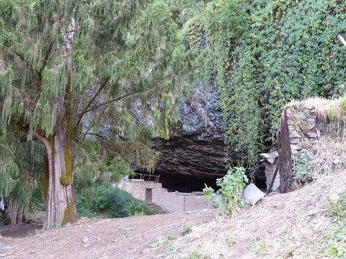 Yemrehanna Krestos, une église  dans une caverne naturelle