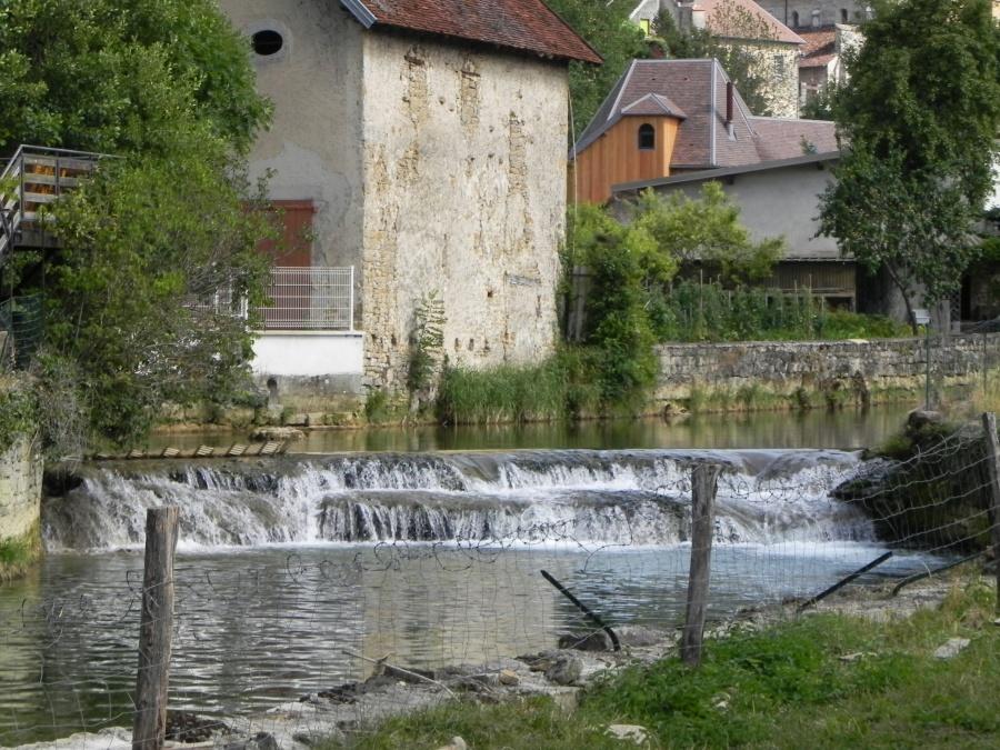 Arbois dans le Jura , le pays de Pasteur et du vin