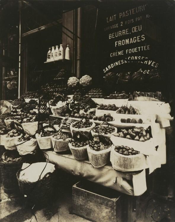 Atget Paris Rue Sainte Opportune 591x750 Le Paris de 1900 par Atget