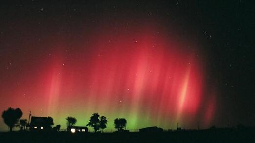 Après le Nord, l'Alsace et la Vendée en mars dernier, le Calvados a vu son ciel nocturne illuminé par une aurore boréale, dans la nuit de mardi à mercredi.