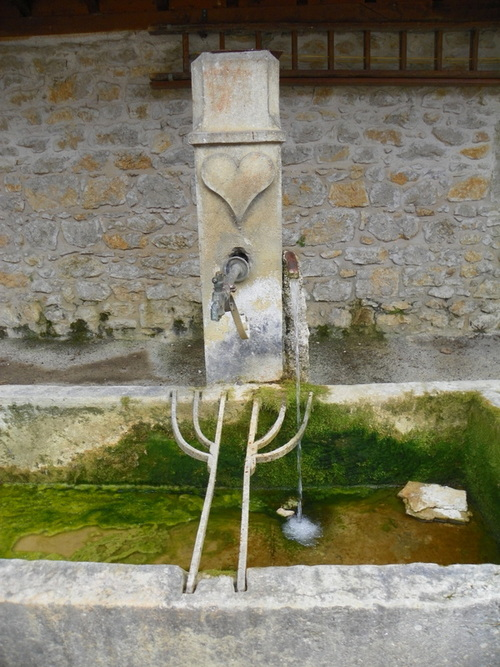 Petit patrimoine à Nivollet-Montgriffon ( 1 )