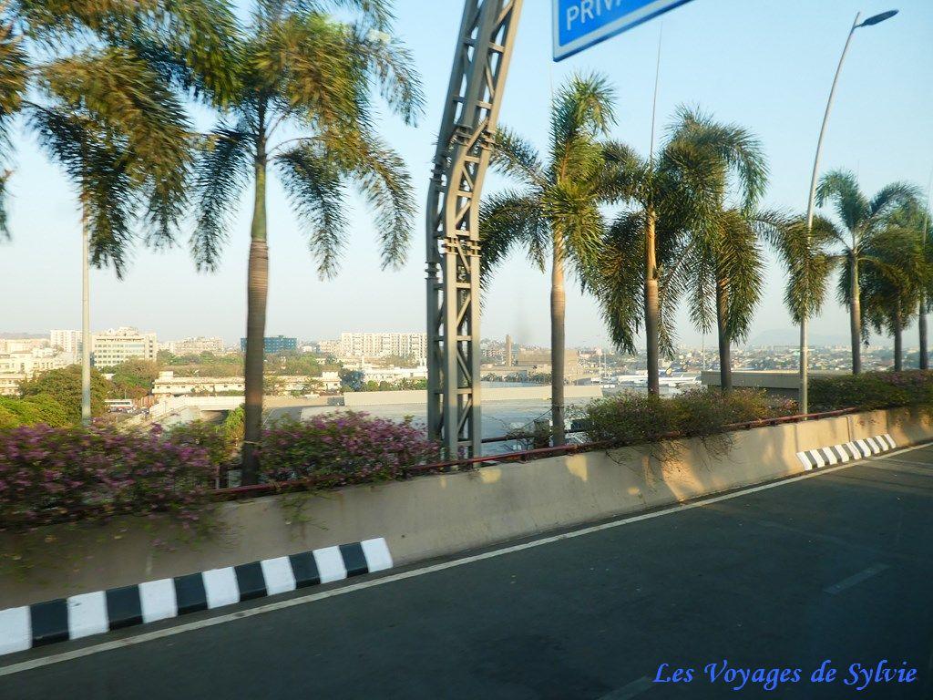 INDE - MUMBAY BOMBAY AU FIL DE LA ROUTE AEROPORT