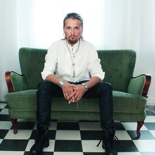 Jakob Samuel (ex chanteur  de The Poodles)  : Home nouveau single
