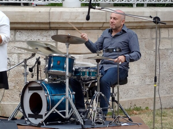 Le trio Adrian Clark a ravi le public au jardin de la Mairie de châtillon sur seine