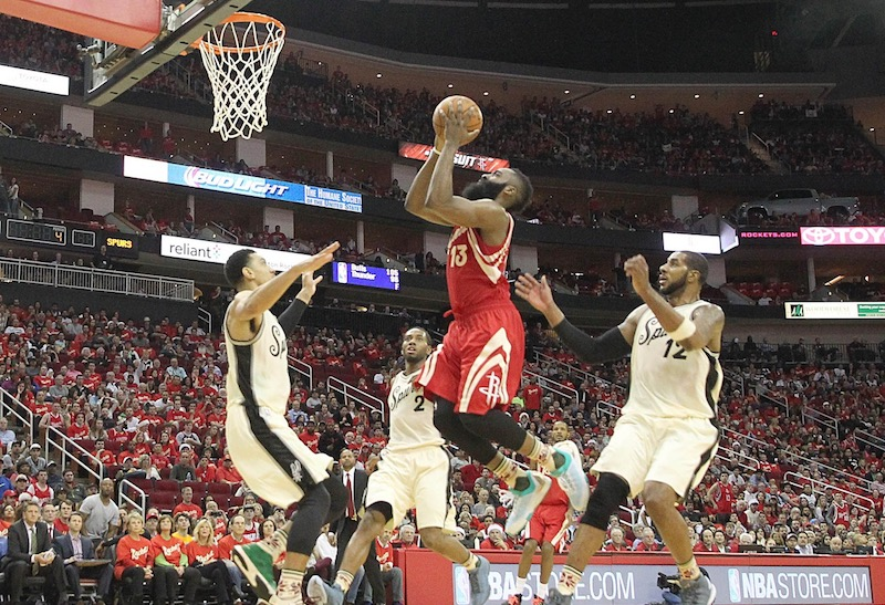 La défense de Houston fait déjouer les Spurs