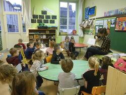 Une illustratrice en classe
