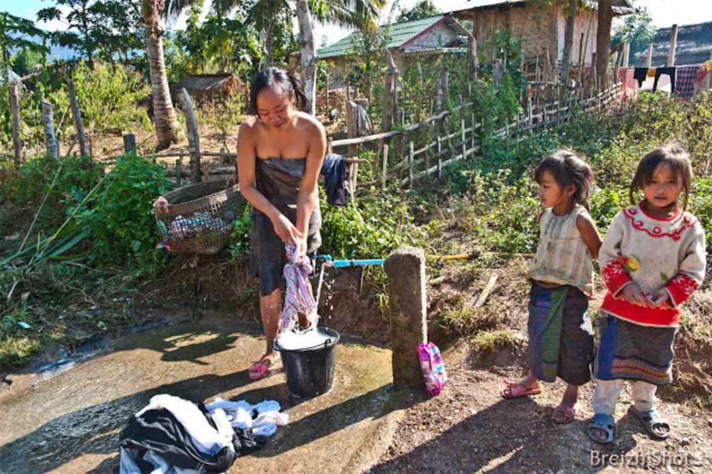 eau courante à Ban Bompeang - Village Kamu