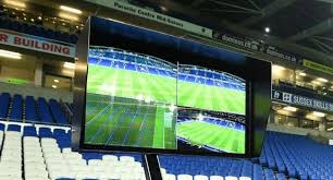 L'arbitrage vidéo dans le football. C'est le football Canada Dry.