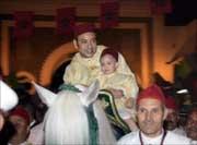 l'enfant amené sur un cheval blanc