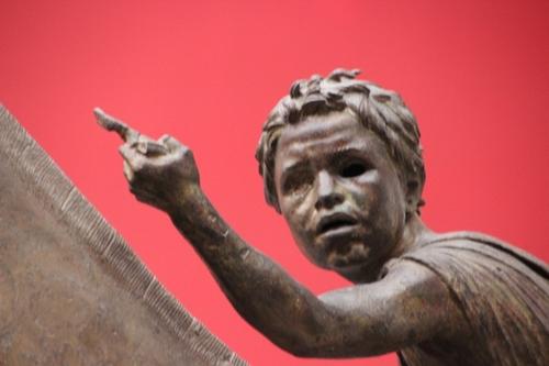 Sculptures en bronze au musée archéologique d'Athènes