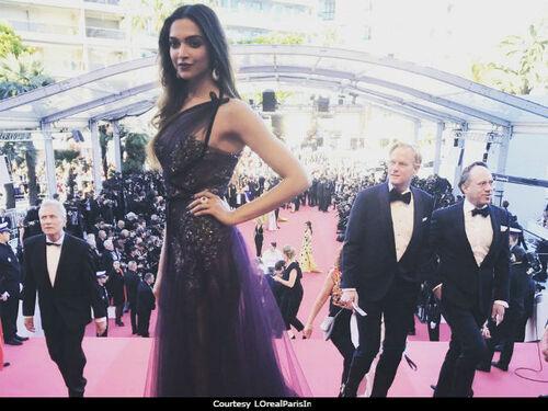 Cannes 2017 : Deepika Padukone est prête à tuer tapis rouge dans robe  prune