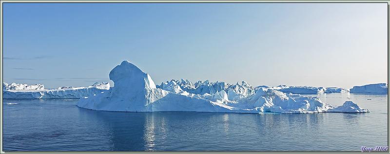 19 heures, le navire vient de lever l'ancre et passe à proximité du champ d'icebergs, l'occasion de faire encore quelques photos - Baie de Disko - Groenland