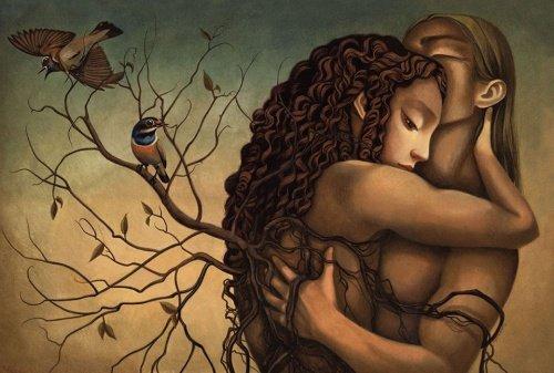 pareja abrazada que no teme a sus soledades