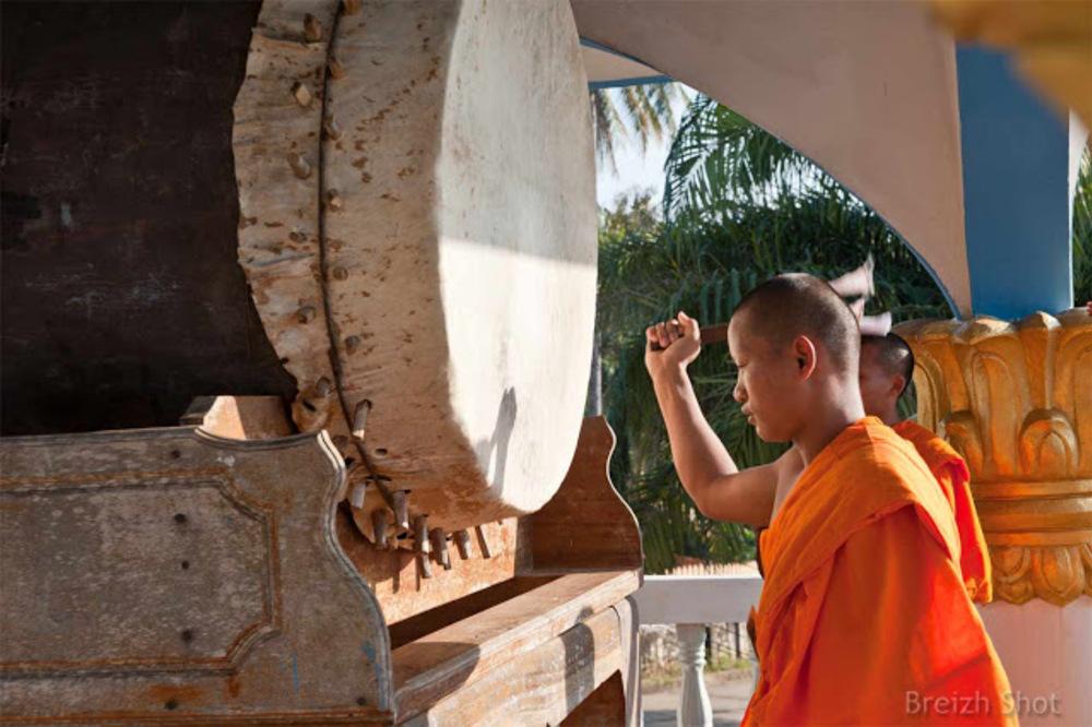 Le moine officiant au grand tambour