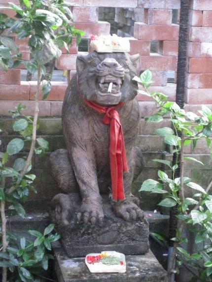 Kuta Puri Bungalows, hâvre de tranquillité au coeur de la ville.