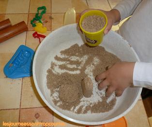 """Moon sand ou """"sable magique"""""""