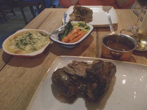 * Au restaurant à Minster
