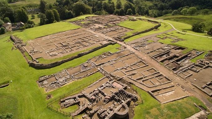 Un incroyable artefact en bois déterré au Fort romain de Vindolanda
