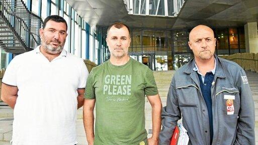 Éric Guyomard, Sébastien Joly et Maël Le Goff, salariés de la Fonderie de Bretagne ont rencontré des élus locaux et régionaux ce vendredi, à Lorient.