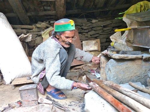 un petit artisan au travail