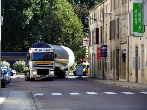 Passage d'un convoi exceptionnel à Châtillon sur Seine
