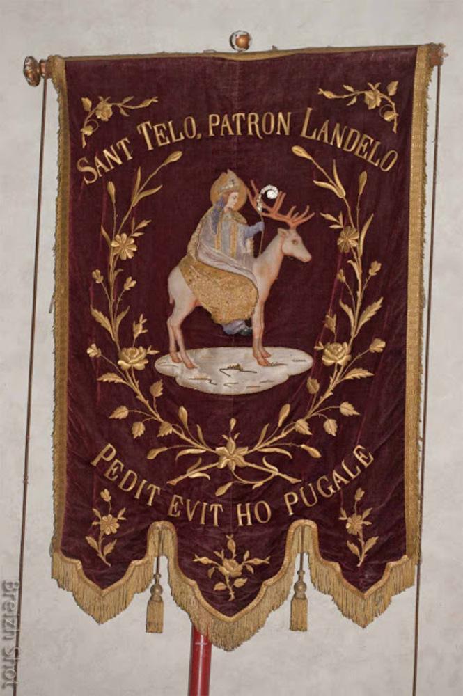 Saint-Théleau : Une bannière utilisée durant la troménie