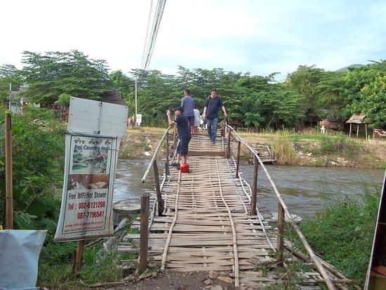 02 pont pour rejoindre un hotel