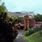 La distillerie dans son environnement très urbanisé