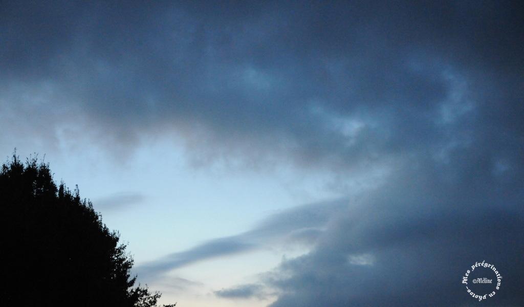 Ciel de tempêtre au bout de mon jardin!