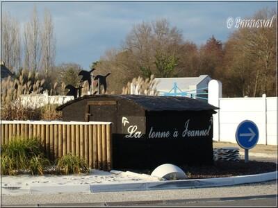 Rond-point Audenge Gironde la tonne à Jeannot chasse à la tonne Aquitaine