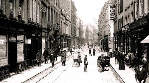 Calais : la rue Royale d'avant-guerre, étroite et pittoresque