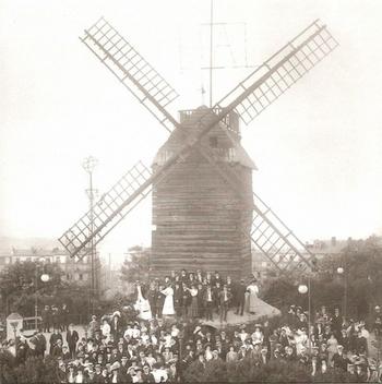 Moulin-Montmartre-640x644