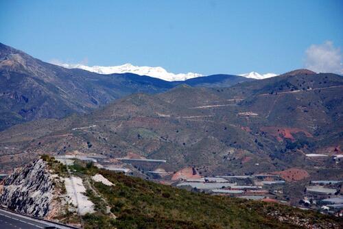 Plus loin sur la sierra Nevada c'est la neige qui domine.