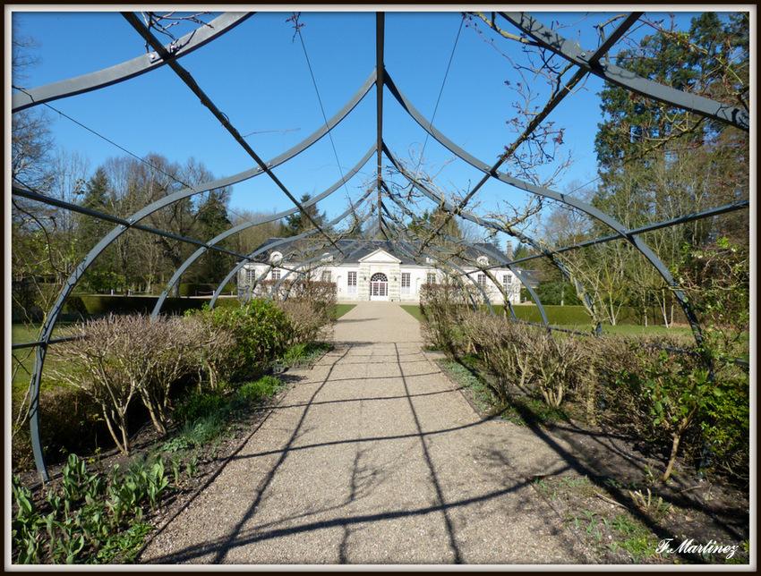 L'orangerie vue du jardin des Apprentis