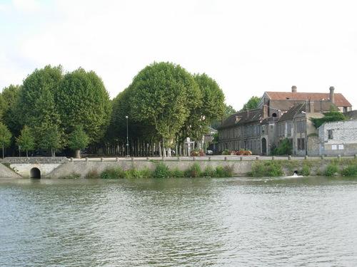 Le Rû de Mondereau de Mâlay-le-Grand à Sens .