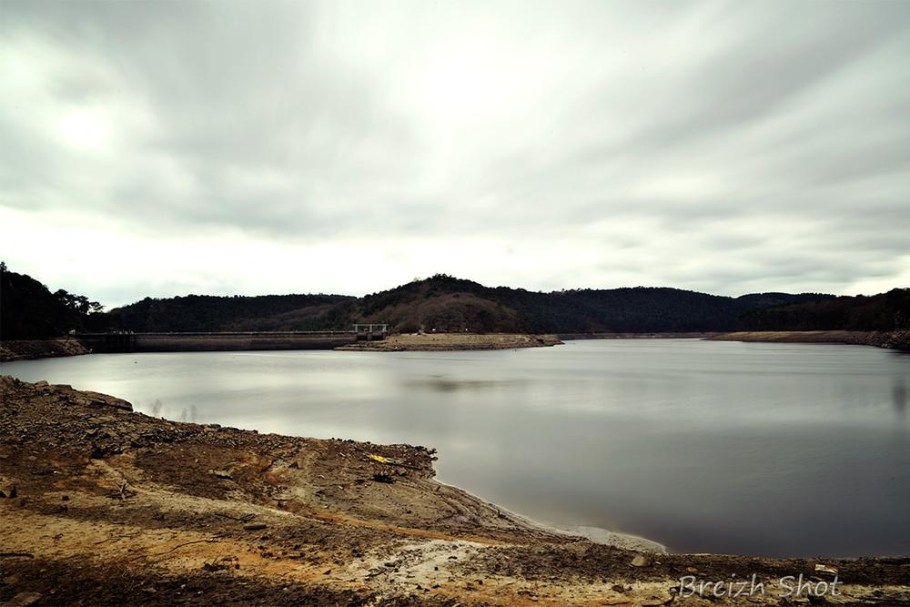 Guerlédan, barrage en vidange