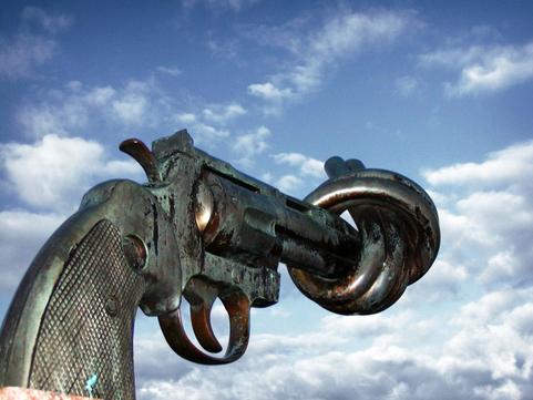Flinguons les revolvers...